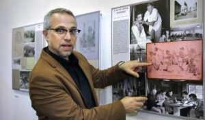 """Ausstellung """"Traces"""" im D.A.I.. Dr. Michael Luick-Thrams berichtet über Sport und Theater in den Kriegsgefangenenlager. Bild: Sommer 05.05.2012"""